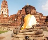 Buddha in gelbes Gewand — Stockfoto