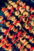 Shrimp kebabs, diagonally — Stock Photo