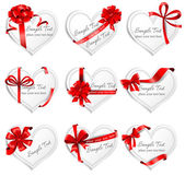 Festive heart-shaped  cards with red gift ribbons. — Stock Vector