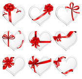 Heart-shaped  cards with gift ribbons. — Stock Vector