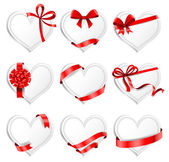 Heart-shaped  cards with gift ribbons. — Vetor de Stock