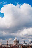 St Paul's Cathedral and clouds — Stock Photo