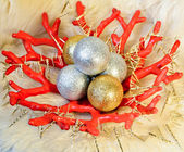 Christmas or New Year decoration: Red vase with golden and silver shining Christmas (New Year) balls and garland with golden icicle on sheep fur background — Foto de Stock