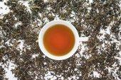 Una taza de té de la hoja de té seco — Foto de Stock