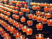 Red candles in a curch — Stock Photo