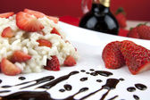 Strawberry risotto with traditional italian balsamic vinegar — Stock Photo