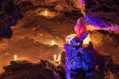Duży czerwony i żółty lilsexygirl w jaskini. Mlynky jaskini, Ukraina — Zdjęcie stockowe