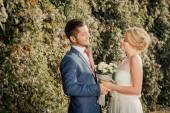 Romantic wedding couple looking at each other — Stock fotografie