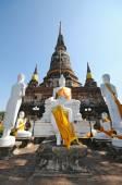 Group of buddha statue with pagoda, Wat Yai Chaimongkol , Thailand — Stock Photo