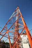 Telecommunication tower over a blue sky — Fotografia Stock
