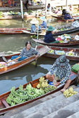 Wooden boats are loaded with fruits from the orchards at Tha kha floating market — Stock Photo