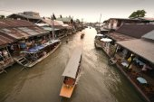 Amphawa market canal, the most famous of floating market — Stock Photo