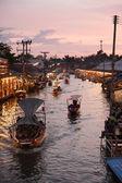 Ампхаве рынка канал, самым известным из плавучий рынок — Стоковое фото
