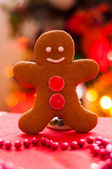 The gingerbread man on the background of the Christmas tree — Stock Photo