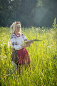 Young girl, Ukrainian national costume, works in the fields, rea — Stock Photo