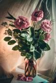 Wilting roses — Stock Photo