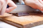 Chopping a cube of chocolate — Stock Photo