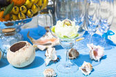 Wedding table with fruit and champagne on the background of the sea — Stockfoto