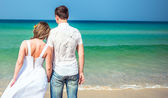 Loving couple on a tropical beach against the sea — Stock Photo