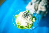Wedding rings in  flower — Stock Photo