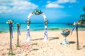 Arch on the beach exotic european Wedding ceremony on the shore of the ocean sea — Foto Stock
