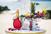 Bröllop på stranden landskap ring inredning korall rutan — Stockfoto