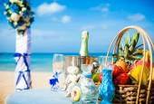 Wedding ceremony on the beach scenery ring decor coral box — Foto Stock