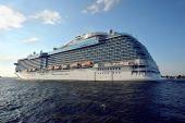 Ocean liner in the Baltic sea — Стоковое фото