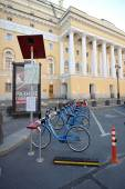 St. Petersburg, Russia, 4 OCTOBER: centre Bicycle rental on Octo — Stock Photo