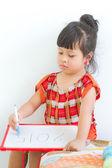 Asian little girls are writing whiteboard — Stock fotografie