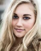 Beautiful Blond Teenage Girl With Blue  Eyes — Stock Photo