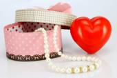 Pearl necklace and gift box — Stock Photo