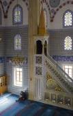 Muslims find peace by reading the Quran at the mosque — Stock Photo