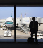 Silhouette of a businessman waiting for boarding in an airport — Foto Stock