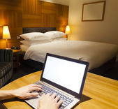 Using a laptop in hotel room — Stock Photo