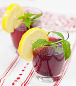 Two glasses of red fruit juice with lemon — Zdjęcie stockowe