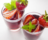Two glasses of red fruit juice with strawberry — Zdjęcie stockowe