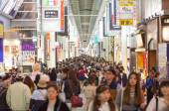 Tourists visiting Shinsaibashi Shopping Street in Dotonbori at n — Stock Photo
