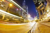Traffic in the financial district of Hong Kong at night — Stock Photo