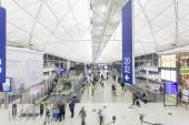 Travellers in the Hong Kong International Airport — Stock Photo
