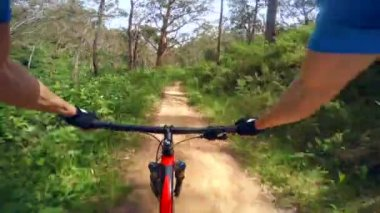4k video of mountain biking on a dirt road, three different views — Stock Video