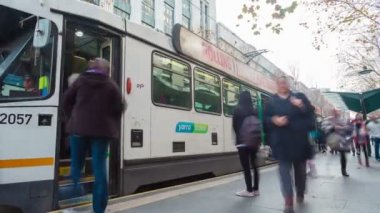 Timelapse video of commuters in a busy tram station in Melbourne — Stock Video