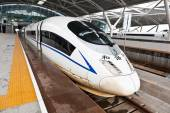 Chinese high speed train at Gaotie Guangzhou South Railway Station — Stock Photo