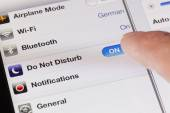Switching to do not disturb mode on an iPad — Stock Photo