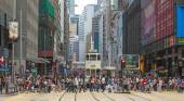Busy crosswalk in Central, Hong Kong — Stock Photo