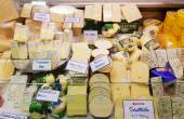 Variety of cheese selling in a market — Foto de Stock
