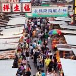 Vendors in a busy street at MongKok, Hong Kong — Stock Photo #77508718