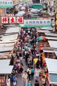Vendors in a busy street at MongKok, Hong Kong — Stock Photo