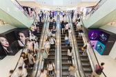 Busy escalator in a shopping mall — Stock Photo
