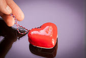 Red gift heart with reflection — Foto Stock